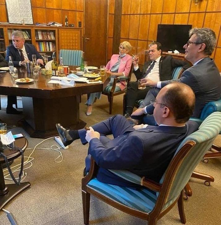 Cine a făcut de fapt poza cu Orban şi miniştrii. Este altă persoană decât s-a crezut inițial (SURSE)