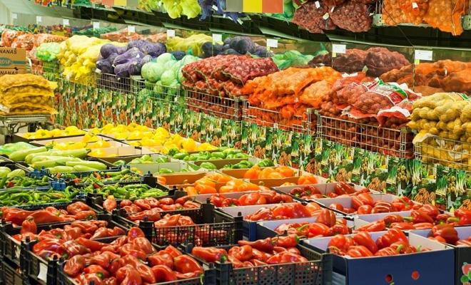Alertă alimentară în România! Pericolul ascuns în piață! Fructe și legume considerate pericol public