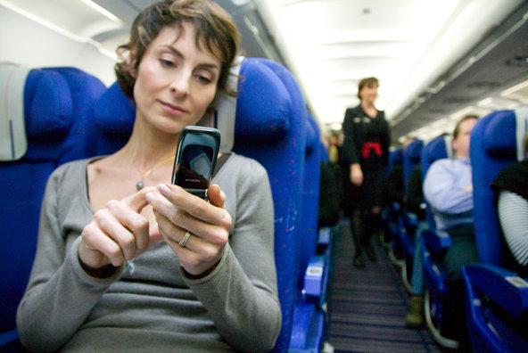 Această ţară permite folosirea aparatelor eletronice în avion în timpul decolărilor şi aterizărilor