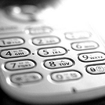 Furnizorii de telefonie fixă, mobilă şi internet sunt obligaţi să stocheze timp de un an datele