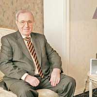 Viorel Păunescu se repliază strategic în turism