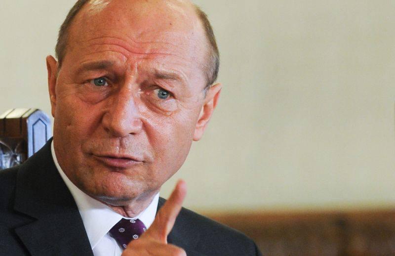Băsescu a găsit soluția. Blondă, cu carieră și peste 45 de ani. Pentru ce este potrivită