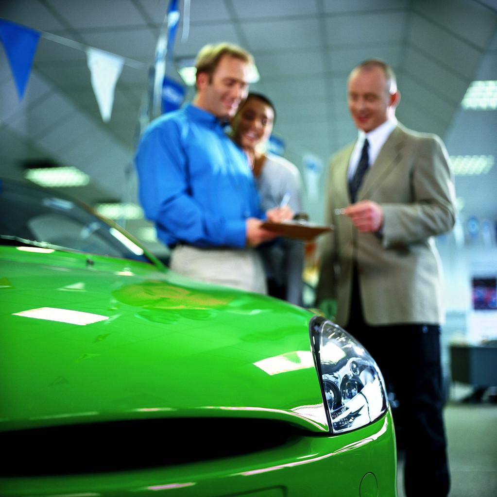 Românii reîncep să cumpere mașini: creștere cu 44,3% a înmatriculărilor în primele trei luni