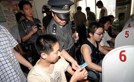 """China reia lupta cu """"infractorii pe internet"""". Peste 1.000 de persoane reținute"""