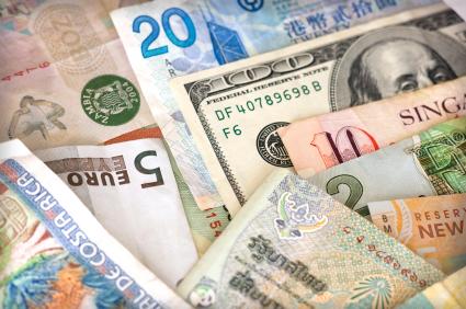 CURS VALUTAR: Leul s-a apreciat în raport cu euro și dolar