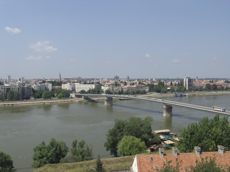 Dunărea blocată de greviştii sârbi