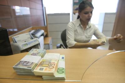 Băncile au scăzut dobânzile la lei în noiembrie 2013, atât la depozite cât și la credite