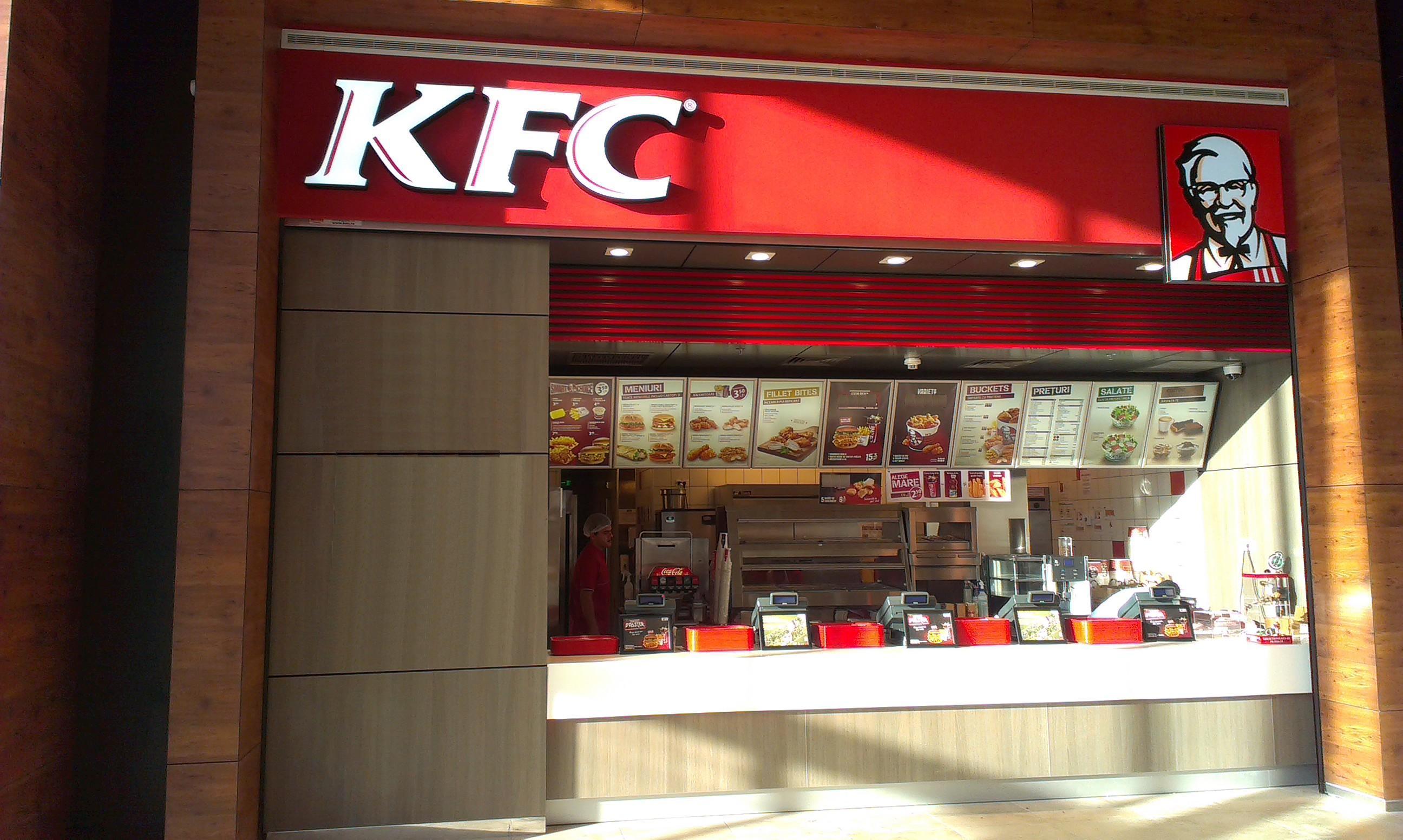 KFC România, prima reacție după ce s-au găsit urme de fecale în produsele sale din București. Ce a transmis fast-food-ul clienților