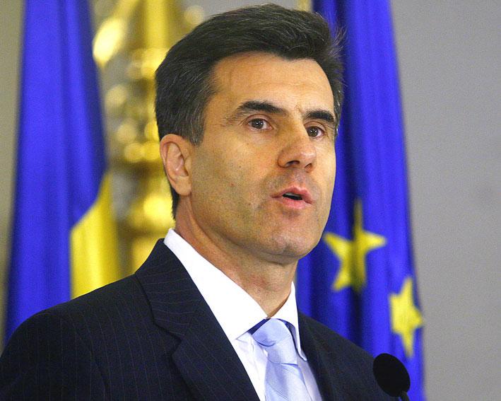 """Lucian Croitoru, BNR: """"Deprecierea euro este singura soluţie fezabilă pentru criza din zona euro"""""""
