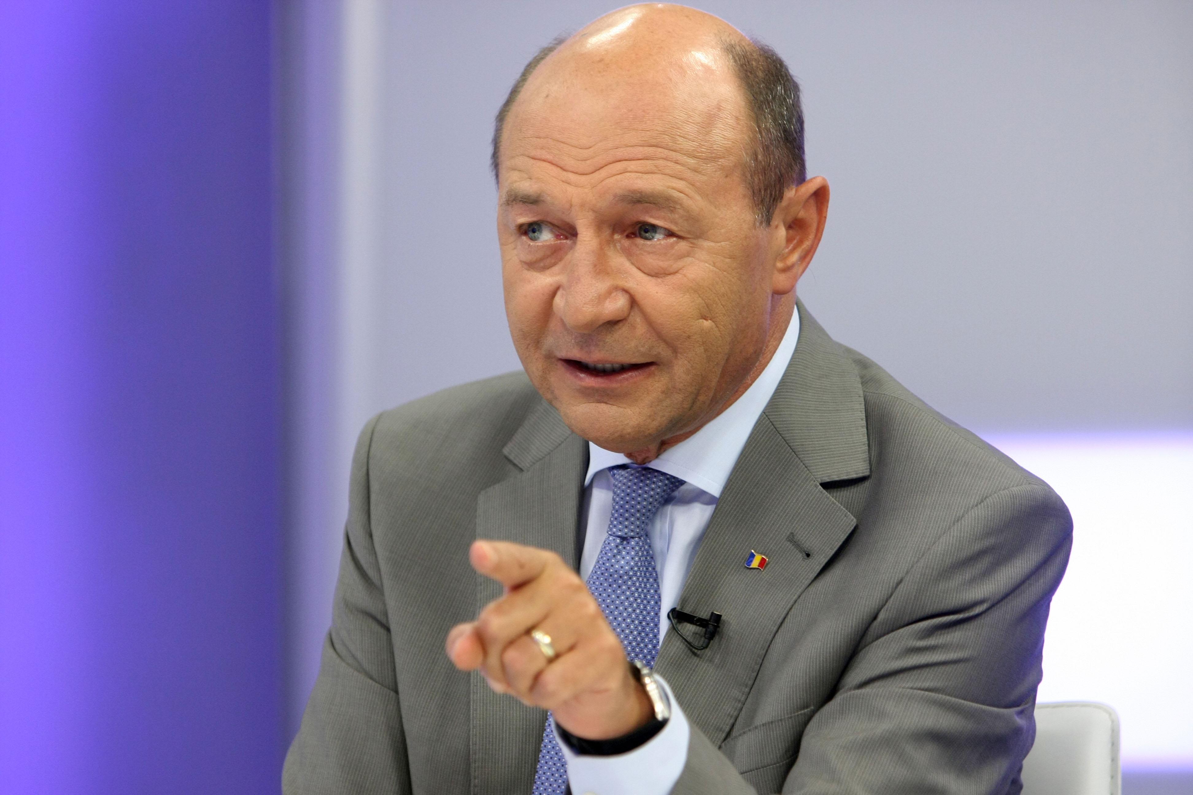 Traian Băsescu: Taxa de 7 cenți pe litru de carburant este inutilă