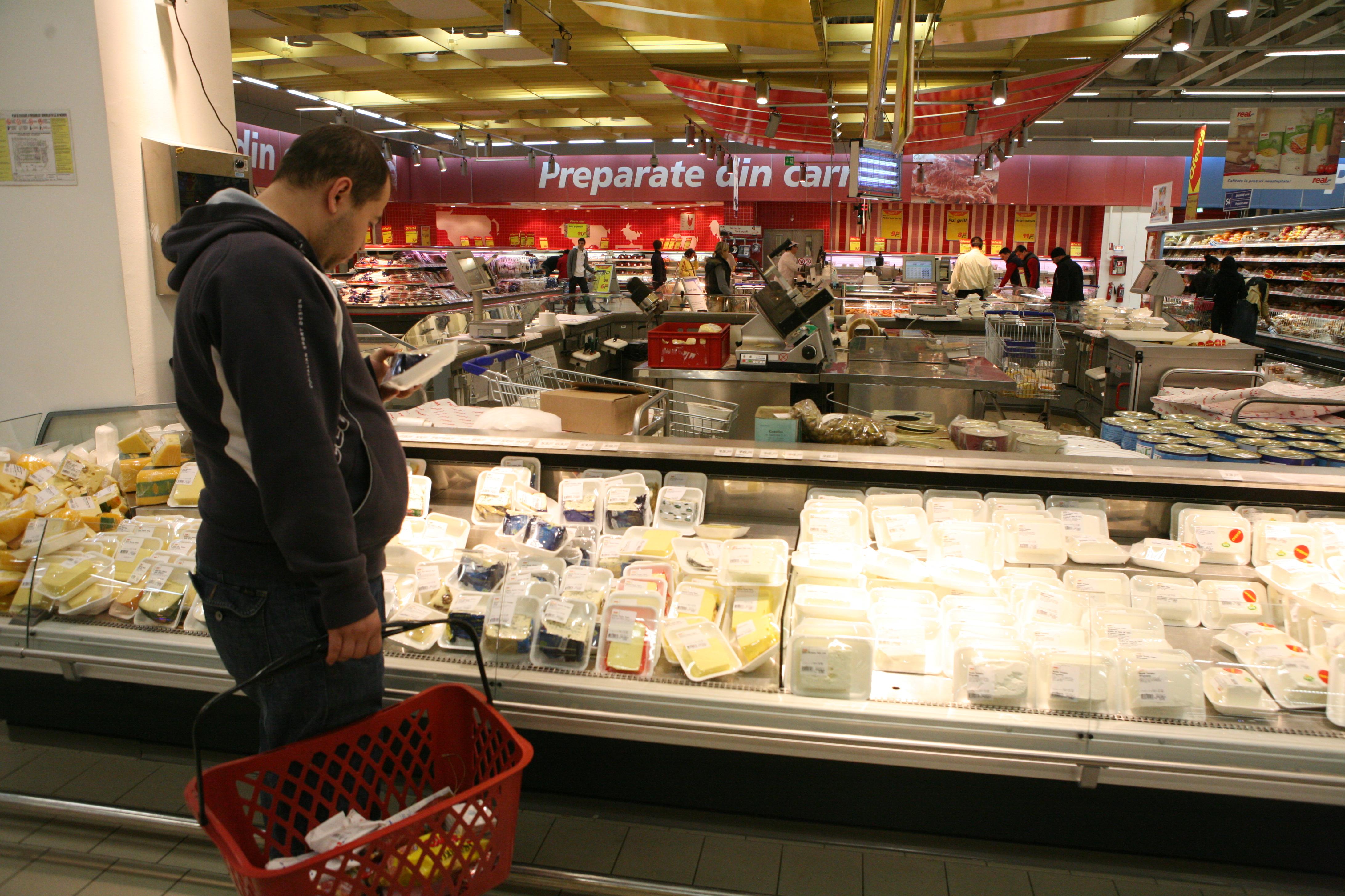 Amenzi de 73.000 lei pentru nereguli în comercializarea produselor alimentare