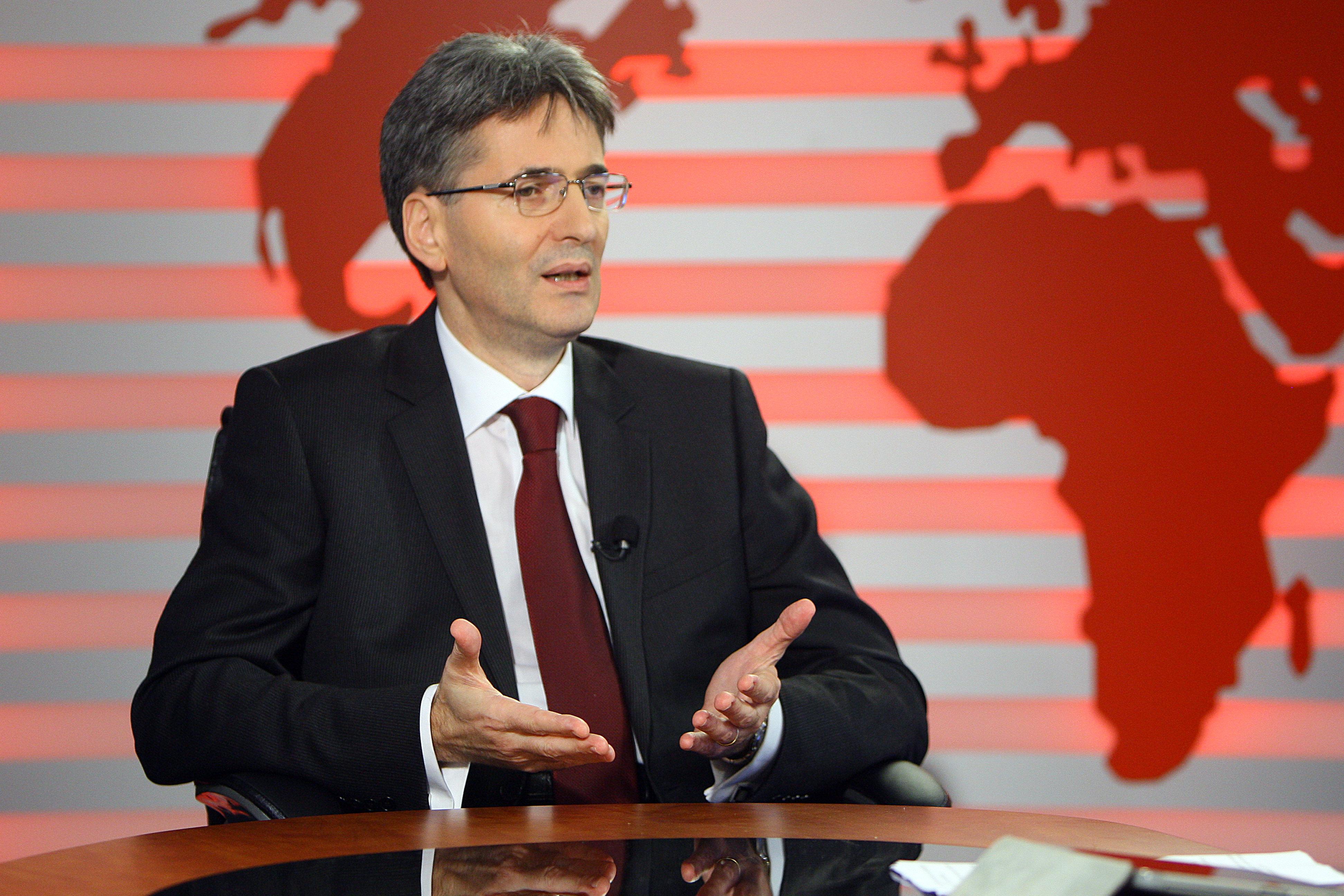 Guvernul îşi propune să absoarbă un nivel record de fonduri europene în 2012 – 6 miliarde euro