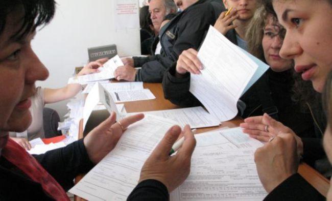 FĂRĂ PRECEDENT: Sute de mii de români vor fi verificaţi de Fisc. Vezi dacă te numeri printre ei