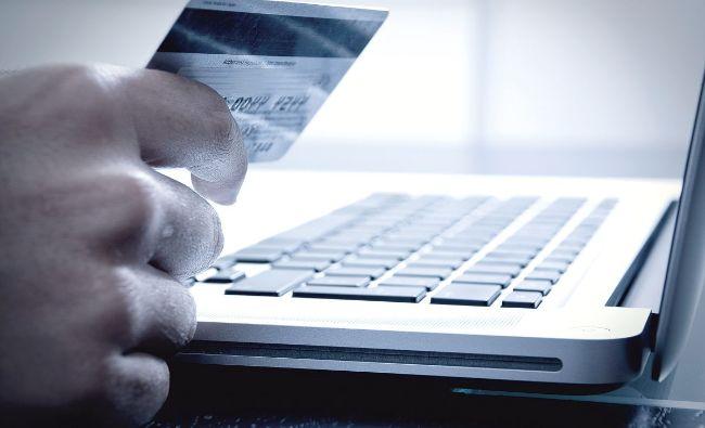 Atenție la carduri! Românii care au cumpărat de pe acest magazin online au conturile vulnerabile. Anulaţi cardul pe care l-aţi folosit pentru cumpărături