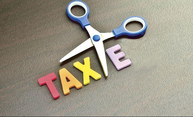 Vom plăti din nou! O taxă abolită anul trecut, revine sub o nouă formă! Iohannis a promulgat legea
