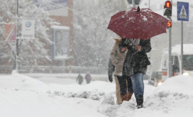 Câteva ore de ninsoare au făcut ravagii în București: În cât timp au parcurs șoferii un kilometru