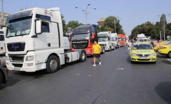 Transportatorii români mută protestele la Strasbourg. Care le sunt revendicările. Ce-i cer preşedintelui