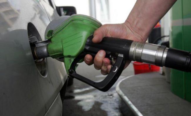 Revoltător! De ce românii plătesc PREȚ DUBLU la benzină, când barilul s-a ieftinit! Daniel Zamfir spune adevărul!