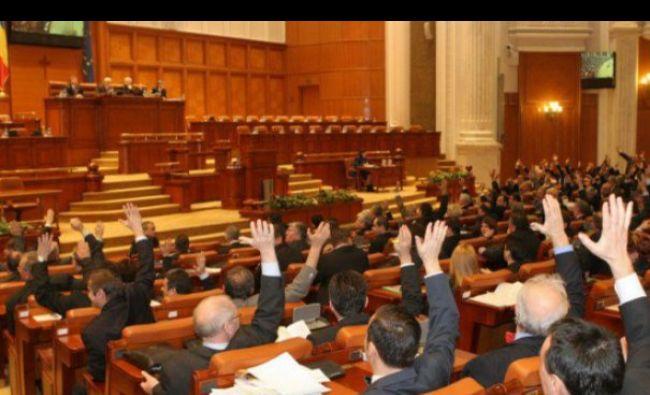 Situație de criză! Scandal monstru în Parlament. Amenințări cu grevă. Se cere demisia!