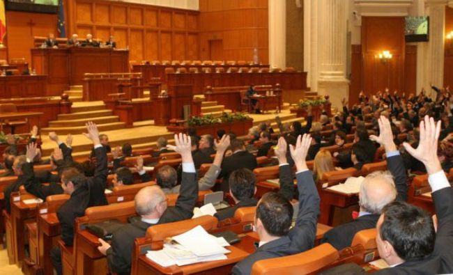 Zi de foc în politică! Parlamentul se reuneşte pentru votul privind învestirea Guvernului Orban II. Cine boicotează şedinţa