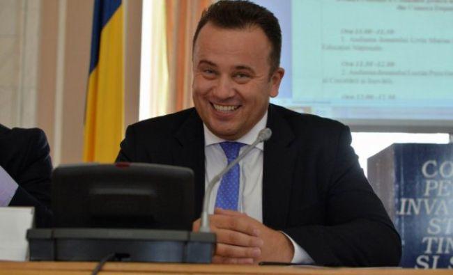 """Fostul ministrul """"genunche"""" și-a angajat soția la un important Minister-Ce funcție ocupă aceasta"""