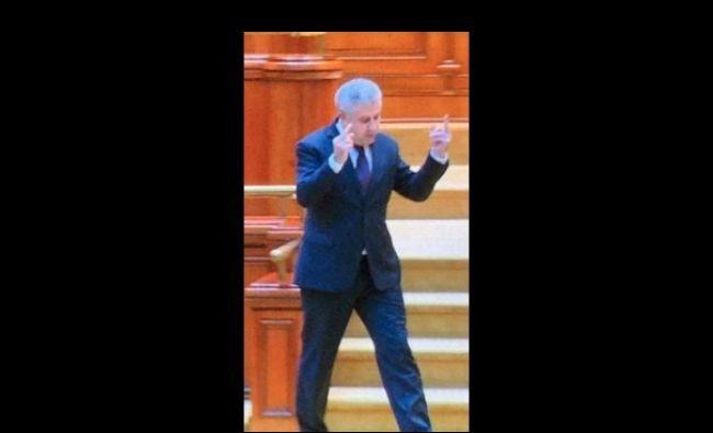 Cum justifică Iordache semnele obscene din Parlament