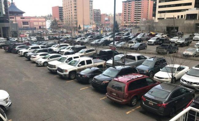 Reguli noi pentru parcările din Bucureşti. Primăria încearcă un nou experiment