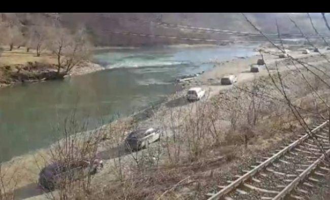 Autostrada secretă, descoperită pe Valea Oltului. Pe unde circulă șoferii curajoși este incredibil – VIDEO