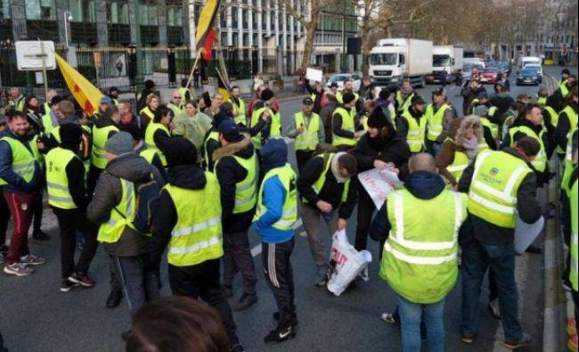 Pericol pentru acești români! Macron a scos armata pe străzi