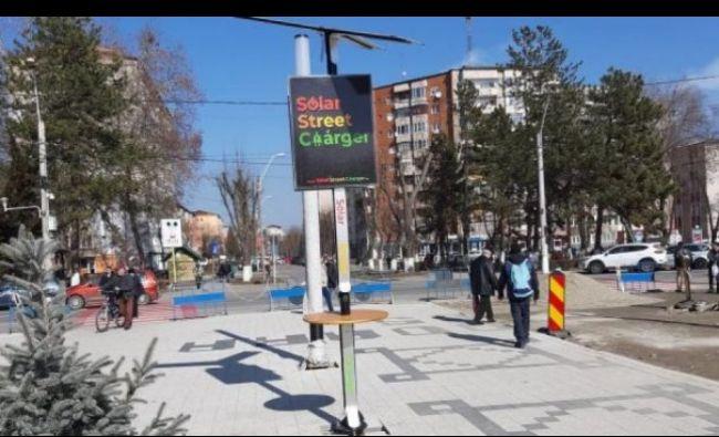 Localitatea din România cu staţii solare unde se pot încarca telefoane mobile pe stradă