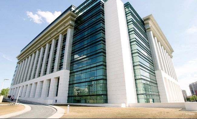 Biblioteca Națională caută portari! Salariul uriaș pe care-l oferă pentru acest post