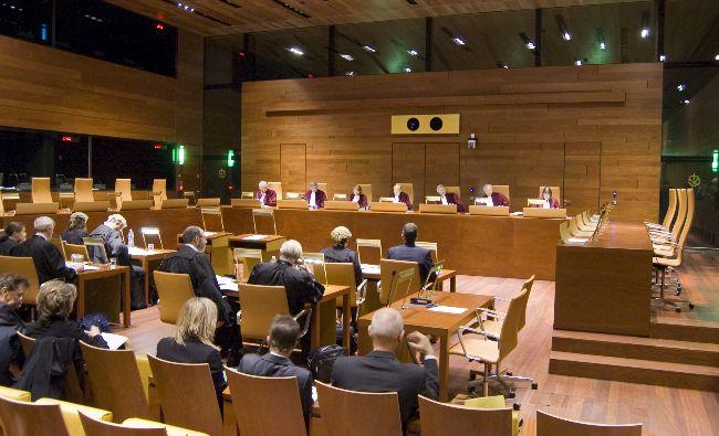 Polonia, obligată să suspende imediat legea prin care era diminuată vârsta de pensionare a judecătorilor Curţii Supreme
