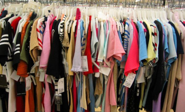 Pericol imens! Această substanță folosită în haine afectează sistemul endocrin