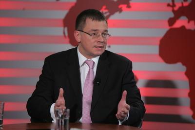Ungureanu: Schimburile comerciale între România şi China au depăşit 4 mld. dolari în 2011