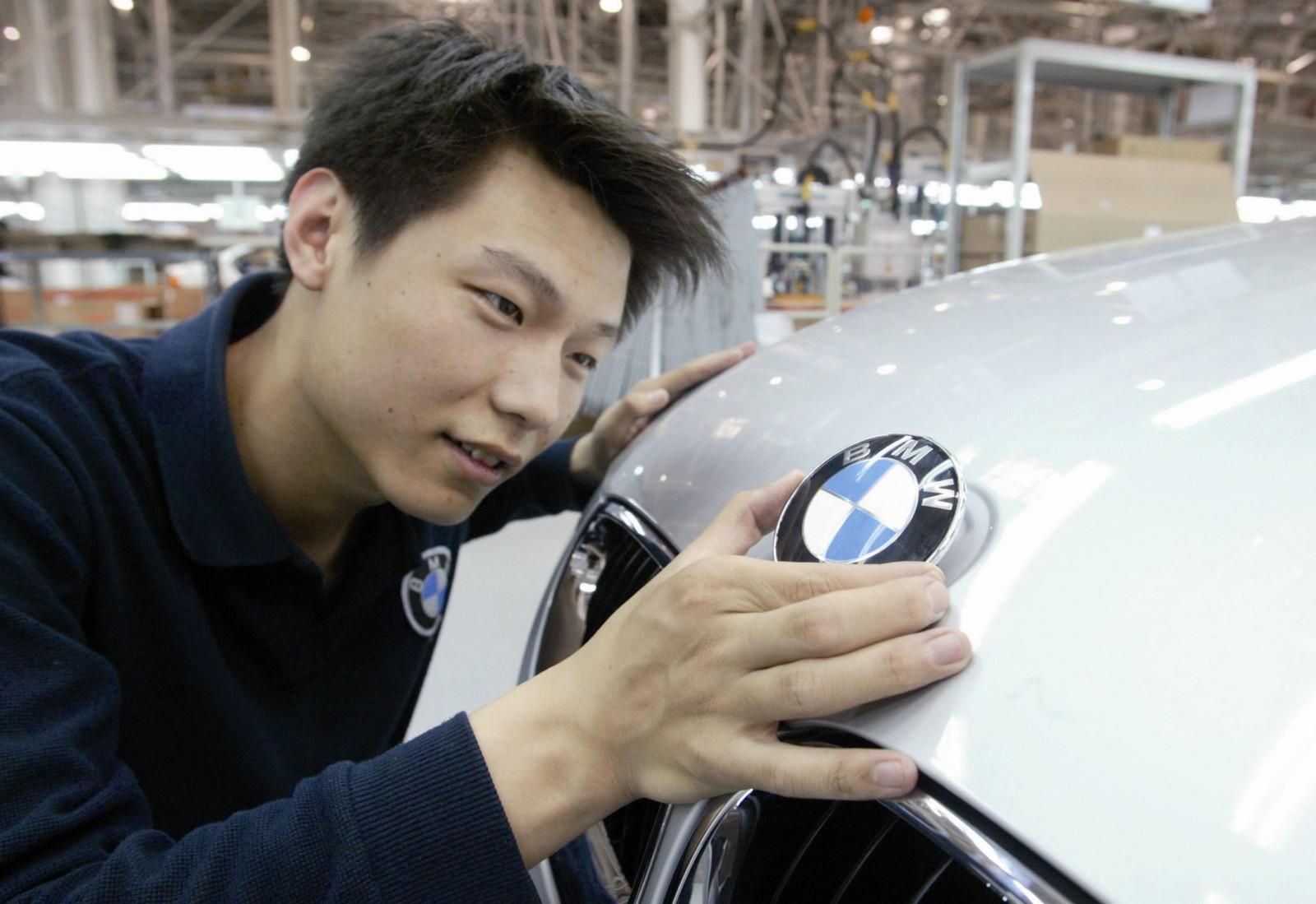 Milionarii Chinei revoluționează piața de mașini second-hand: Vând bolizii după câteva zile de utilizare