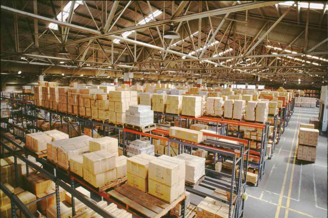 Închirierile de spaţii logistice au luat avânt în Europa, dar producţia intră în declin
