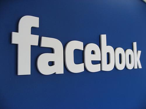 Cum ar fi arătat reţeaua Facebook dacă ar fi fost inventată în anii '90
