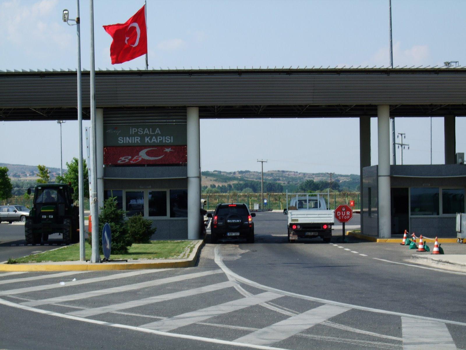 Pericol la granița României. Mii de persoane au luat frontierele cu asalt