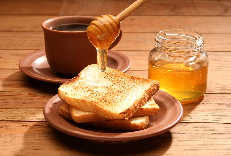 Un român consumă anual 500 grame de miere, de cinci ori mai puţin decât un vest european