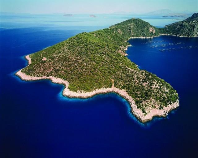 S-a vândut o insulă grecească. Vezi cine a cumpărat-o şi cu cât