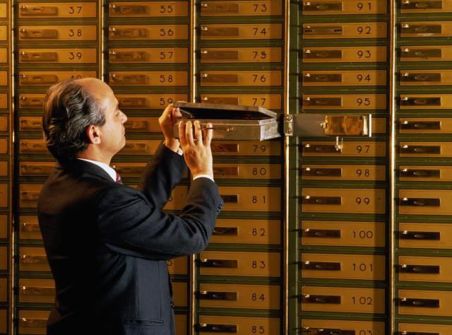 Grecii cu conturi secrete în Elveţia caută alte ţări pentru a scăpa de impozite