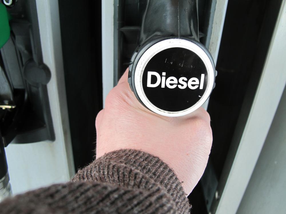 UE vrea taxarea emisiilor de CO2. Efectul: Motorina va fi cu 9% mai scumpă decât benzina VIDEO