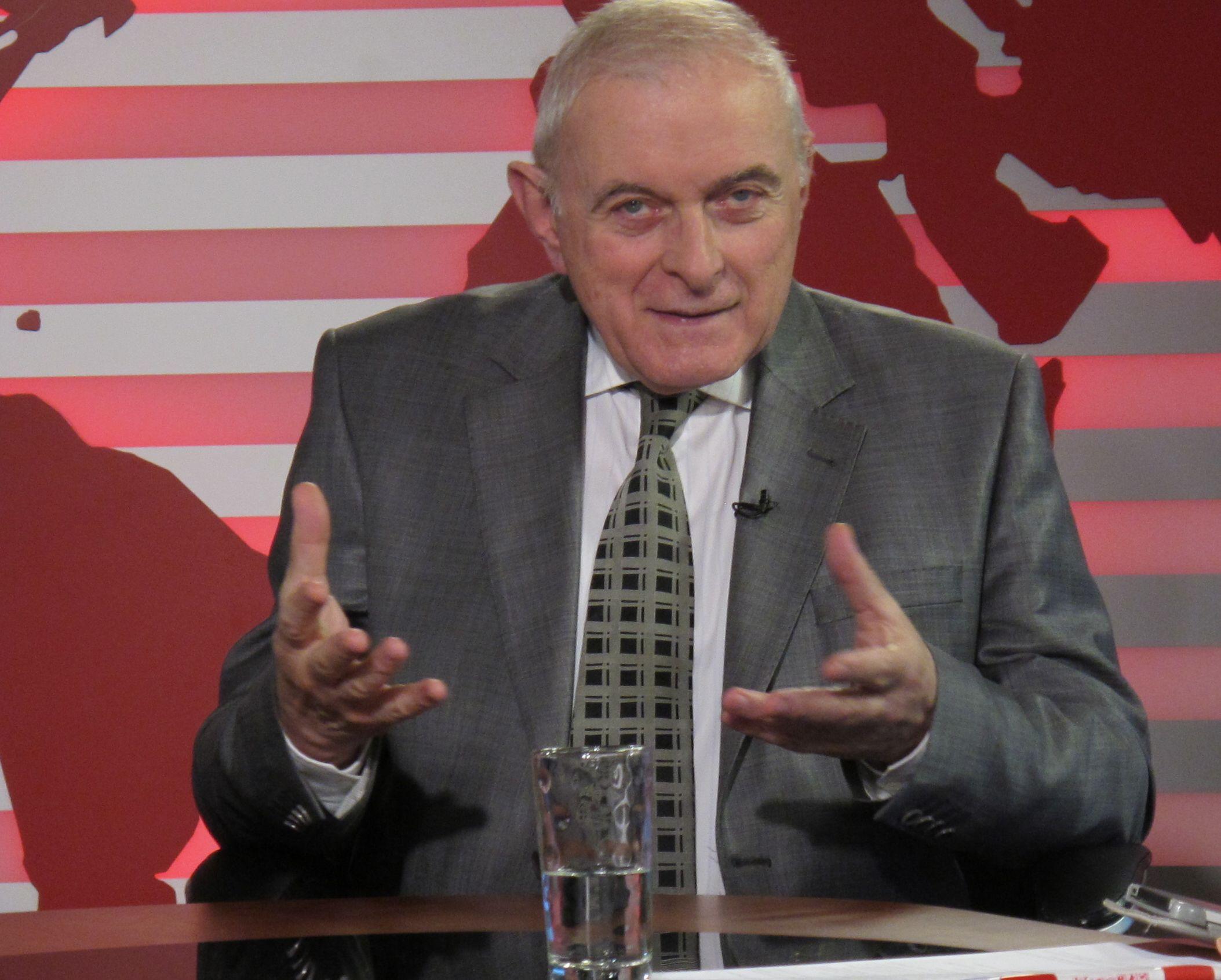 Adrian Vasilescu: Cursul de schimb, insensibil la moţiuni de cenzură