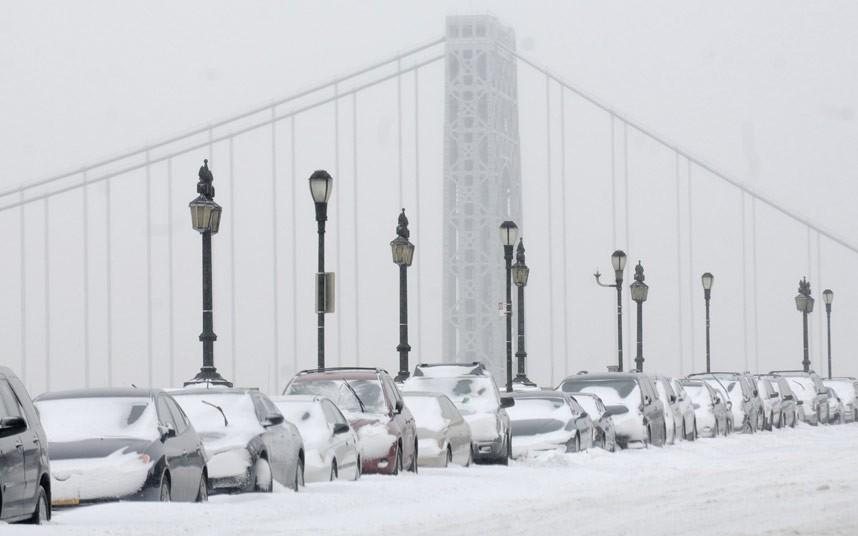 Gerul din SUA: Temperaturi de minus 50 de grade, mii de zboruri anulate și 16 morți
