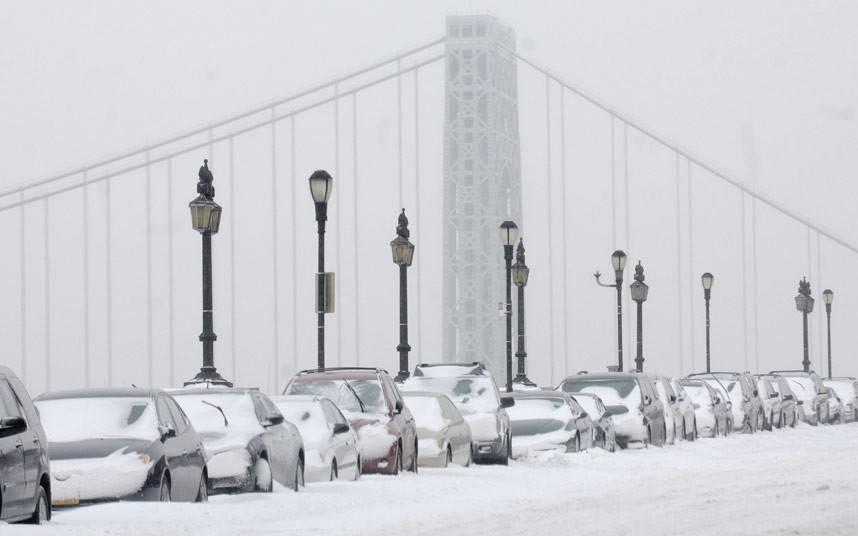 """Americanii se pregătesc pentru ce este mai rău. """"Asediul"""" frigului continuă"""