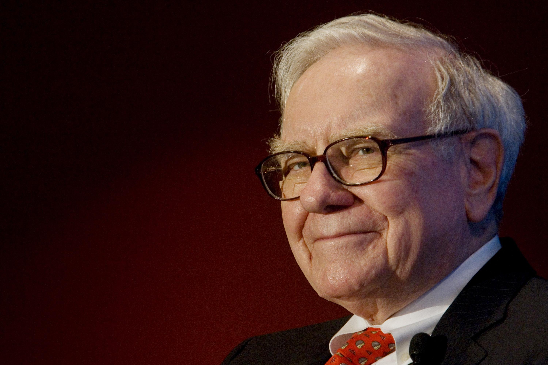 Warren Buffet face profit din greşelile Goldman Sachs